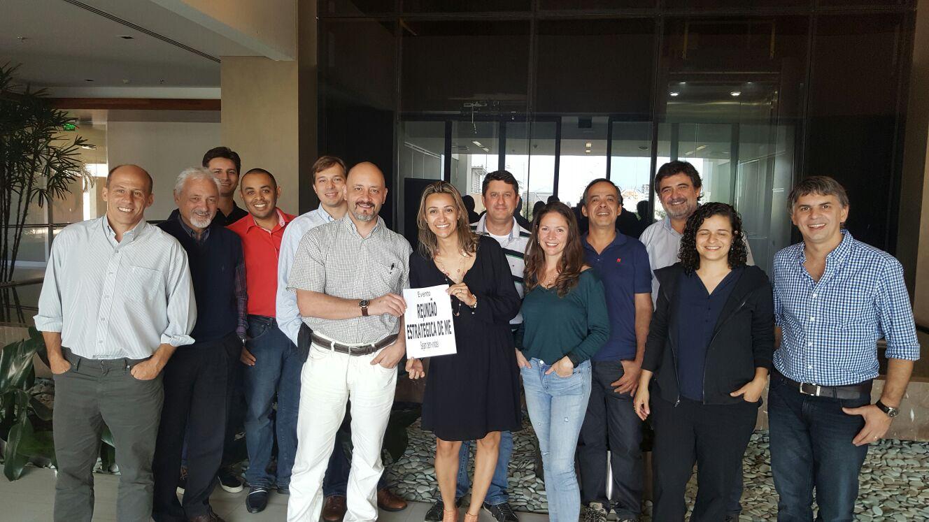 Andrea Lages no Brasil oferecendo Coaching de Equipes