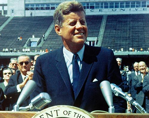 """""""Llegaremos a la luna en esta década"""" de J. F. Kennedy. Ejemplos y aplicaciones del relato del cambio."""